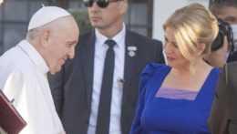 Pápež František s prezidentkou SR Zuzanou Čaputovou v Prezidentskom počas privítacieho cereminiálu