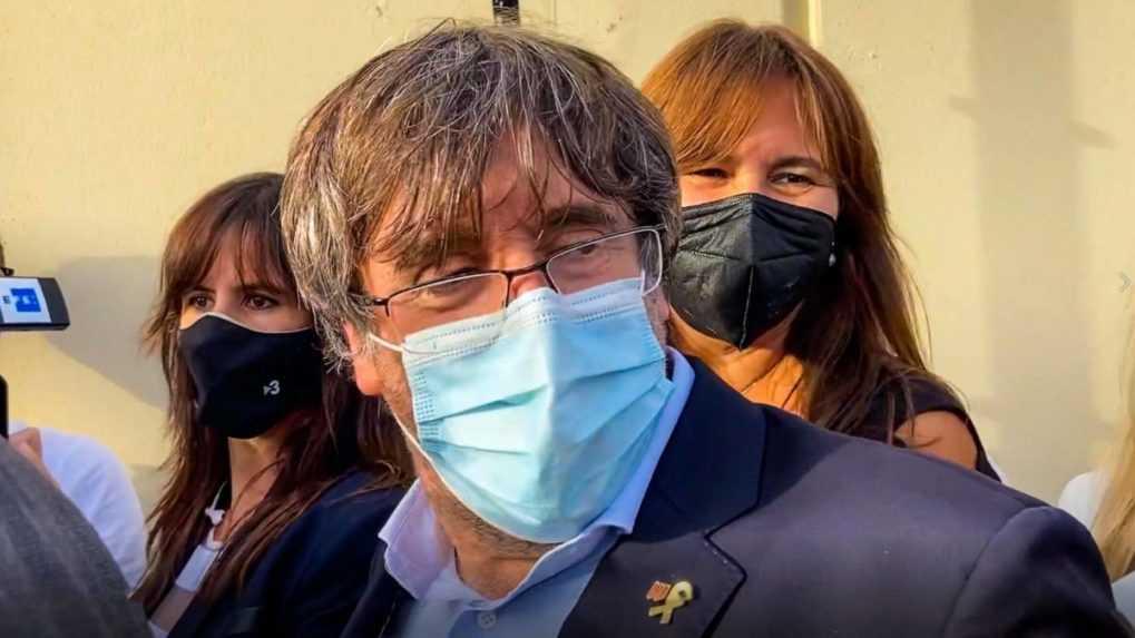 Zadržaného katalánskeho expremiéra pustili z väzby, súd ho čaká v októbri