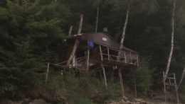 Nelegálna stavba na brehu Ružínskej priehrady