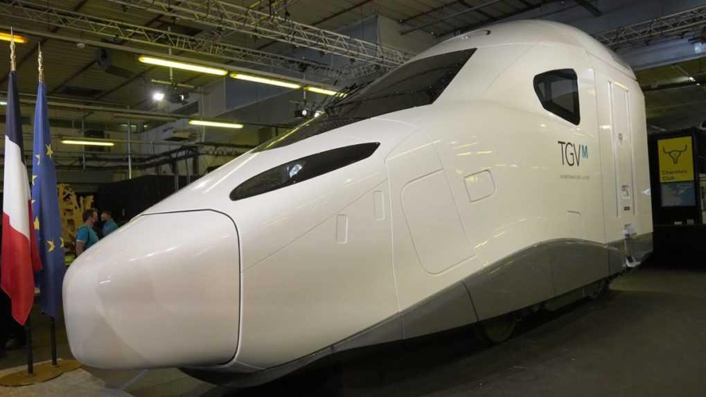 Macron predstavil nový, ekologickejší model rýchlovlaku TGV