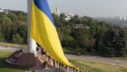 Vlajka Ukrajiny v Kyjeve.