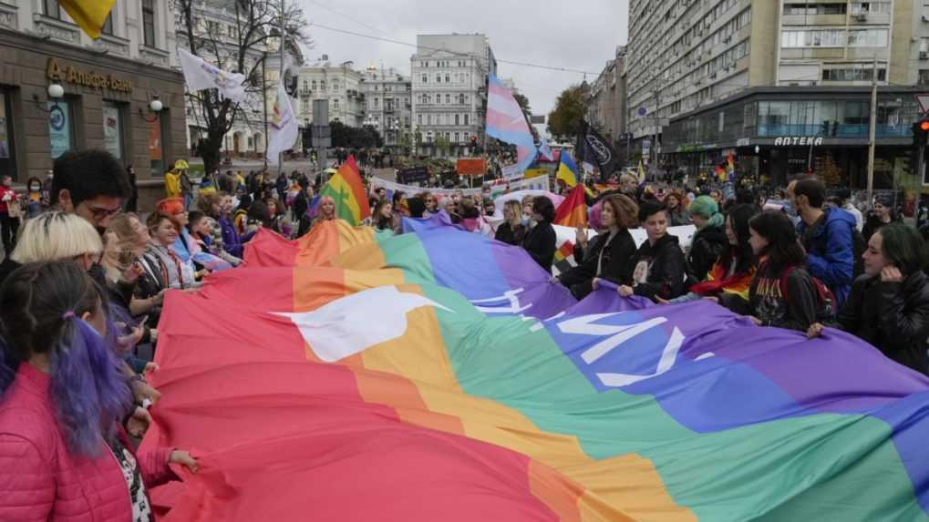 V Kyjeve pochodovali za práva LGBT komunity, stretnutie sa zaobišlo bez incidentov