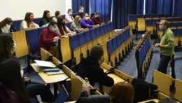 Vysokoškoláci Prešovskej univerzity počas prednášky