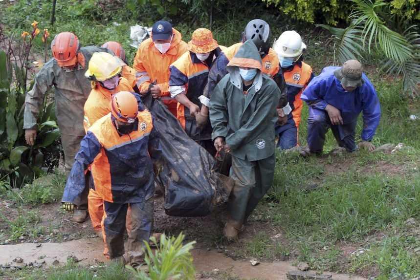 Tropická búrka si na Filipínach vyžiadala najmenej 30 obetí