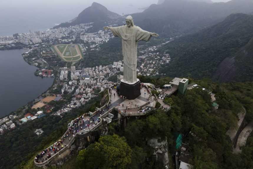 Socha Krista Spasiteľa nad mestom Rio de Janeiro.