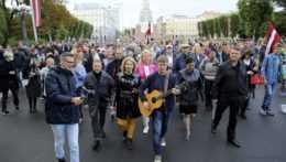 protest proti povinnému očkovaniu proti covidu v lotyšskej Rige