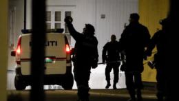 Polícia v Nórsku po útoku muža s lukom a šípmi.