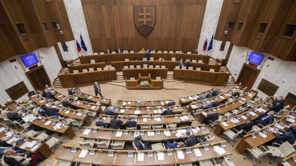 Parlament neschválil program schôdze o ochrane pôdy, ktorú inicioval Smer-SD