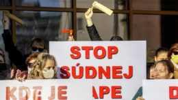protest zamestnancov sudcov Krajského súdu v Bratislave k súdnej mape