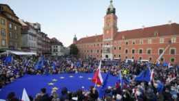 Demonštranti vo Varšave.
