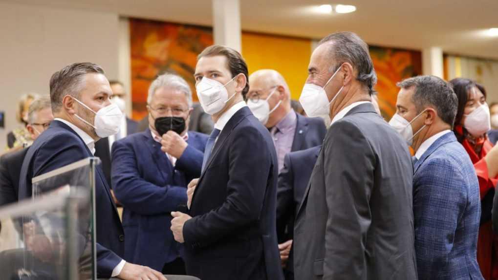 Sebastian Kurz nastupuje do parlamentu, zložil poslanecký sľub