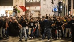 Protestujúci v Taliansku.